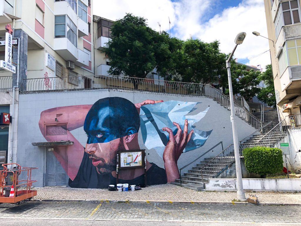 Muurschildering voor street art festival Loures Arte Publica, Lisabon Portugal